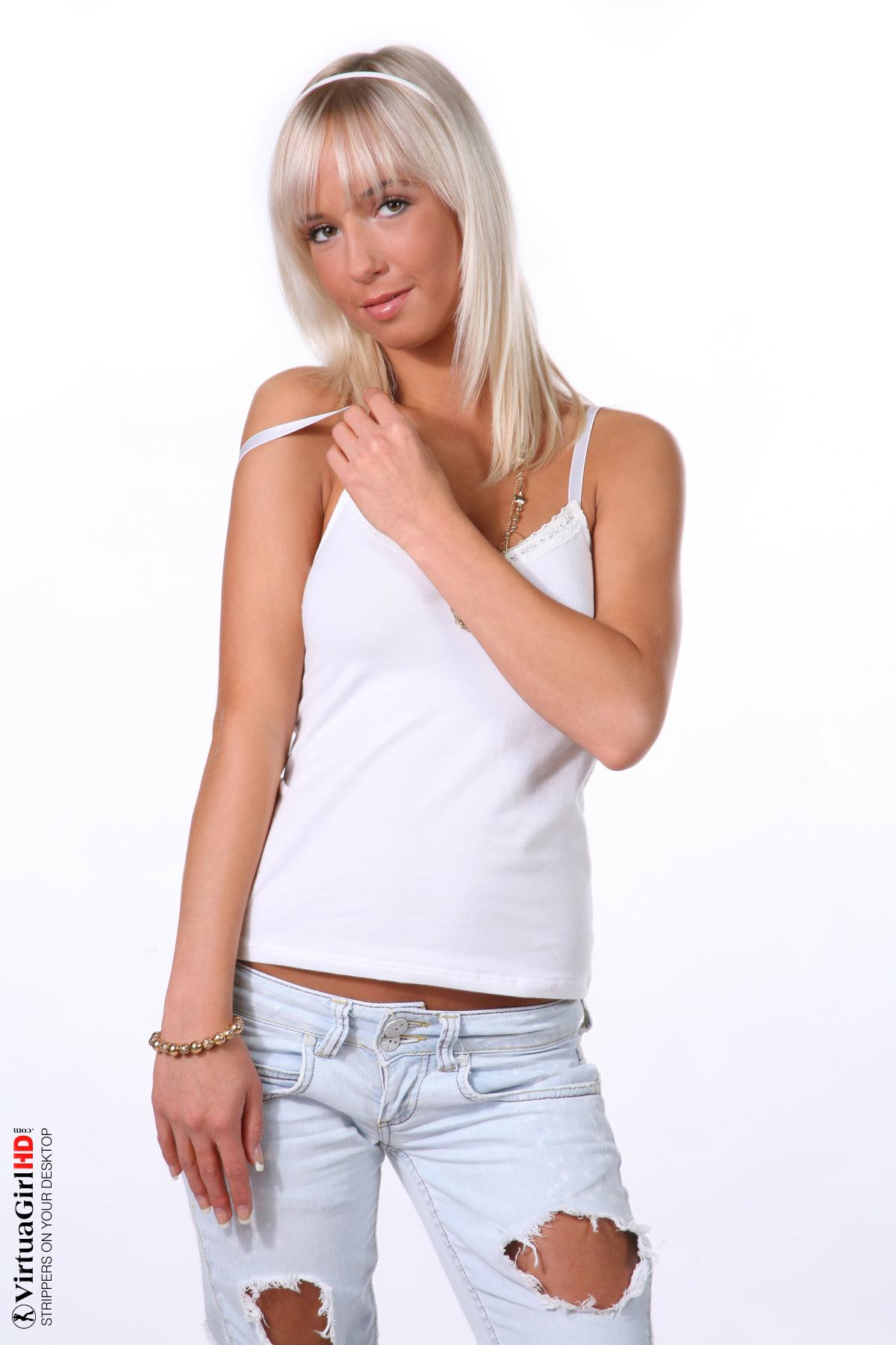 Blond nude toes com natali www