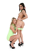 Samantha Jolie & Ferrara Gomez Duo istripper model