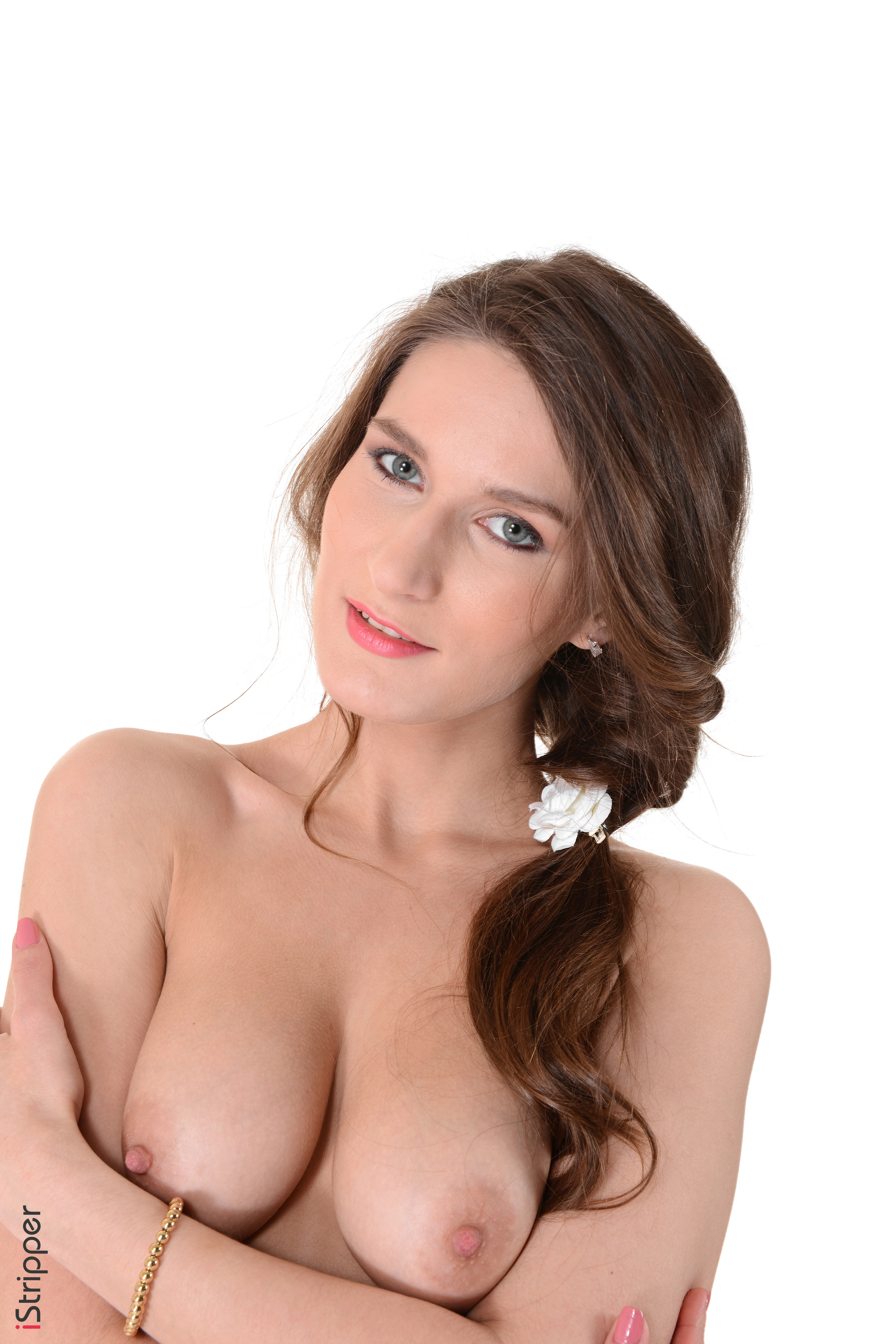 nued wallpaper
